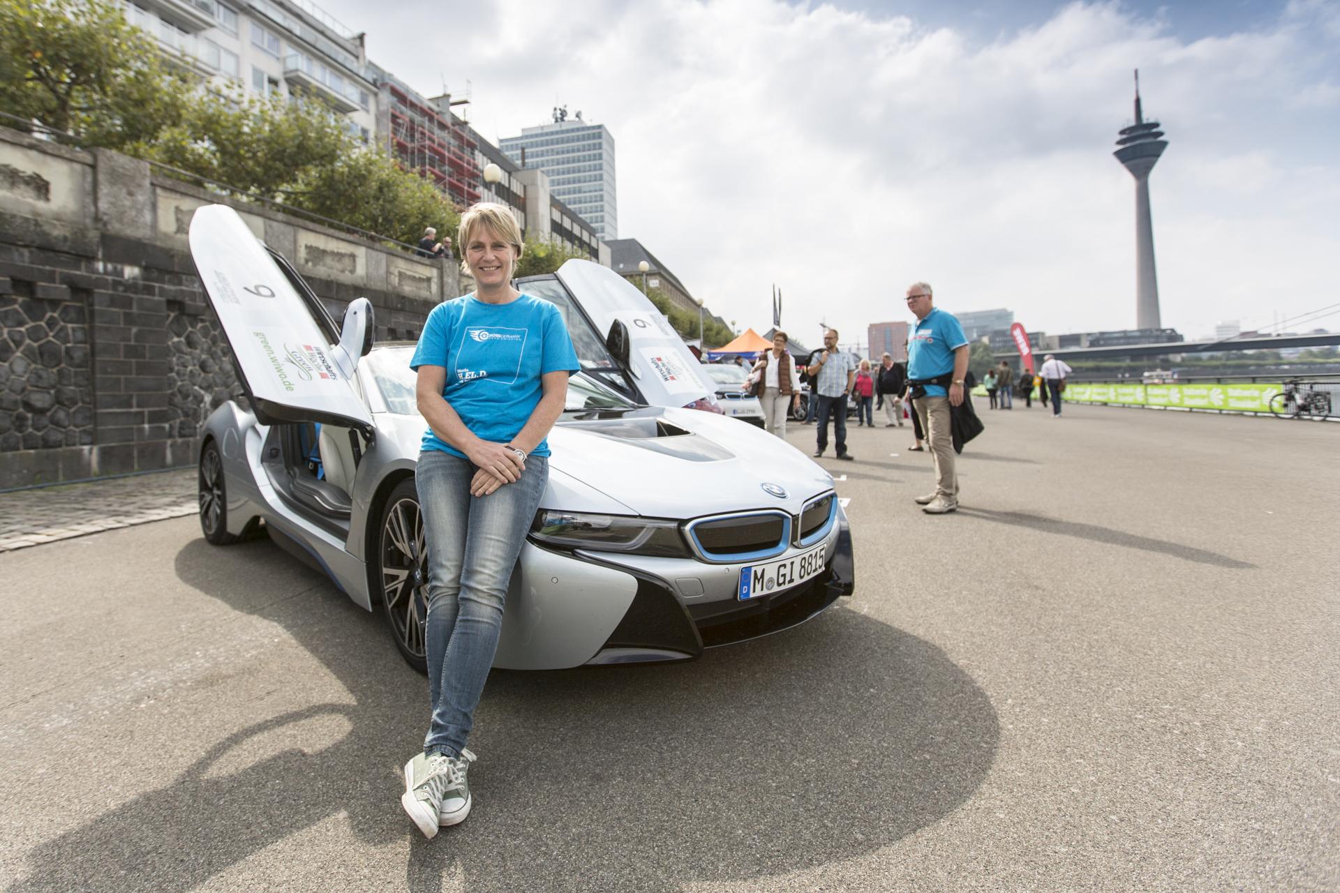 DEU, Desseldorf, 13.08.2014, JuttaKleinschmidt testet den BWM i8