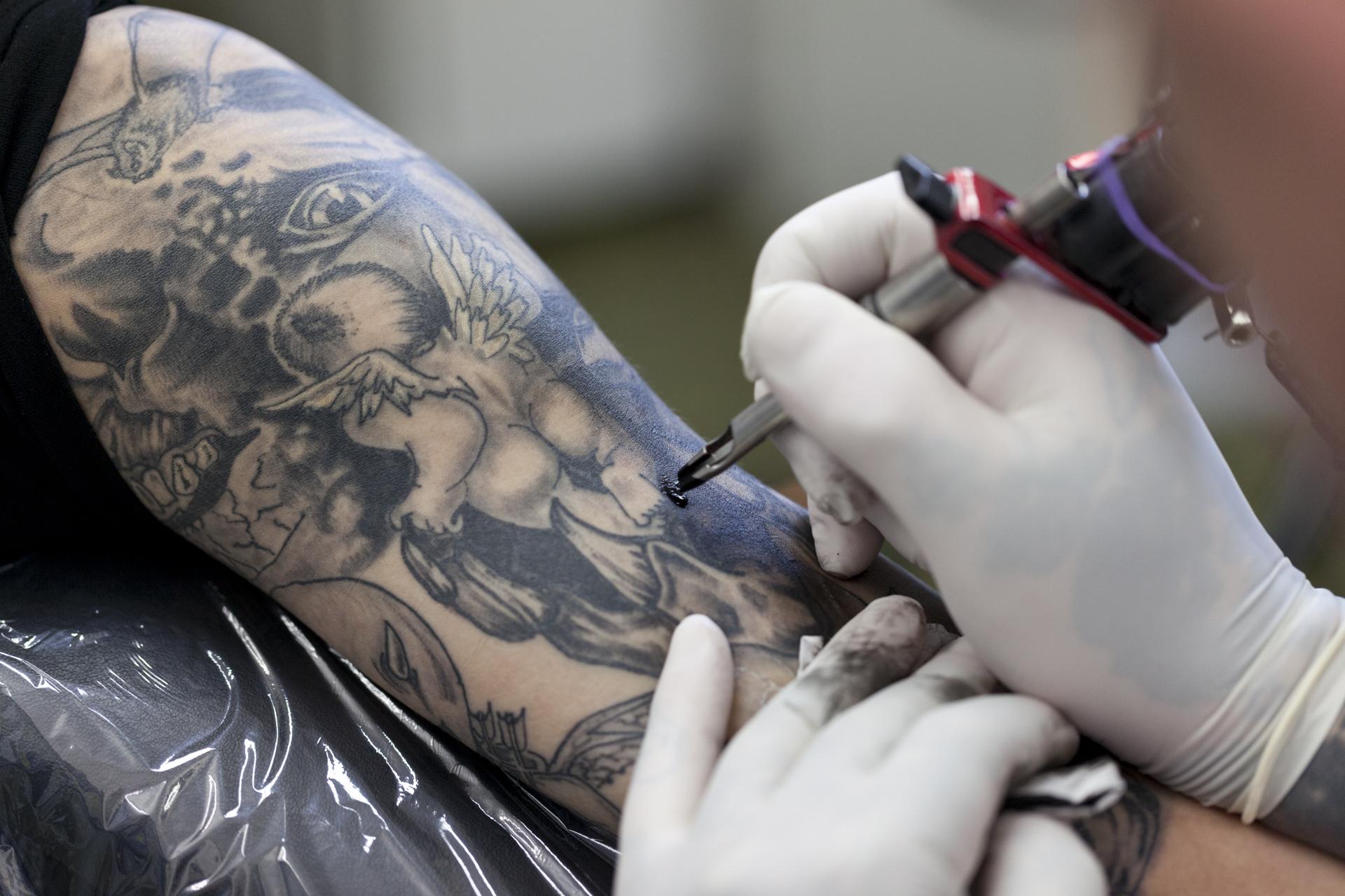 04-120210-tattoohoelle-016