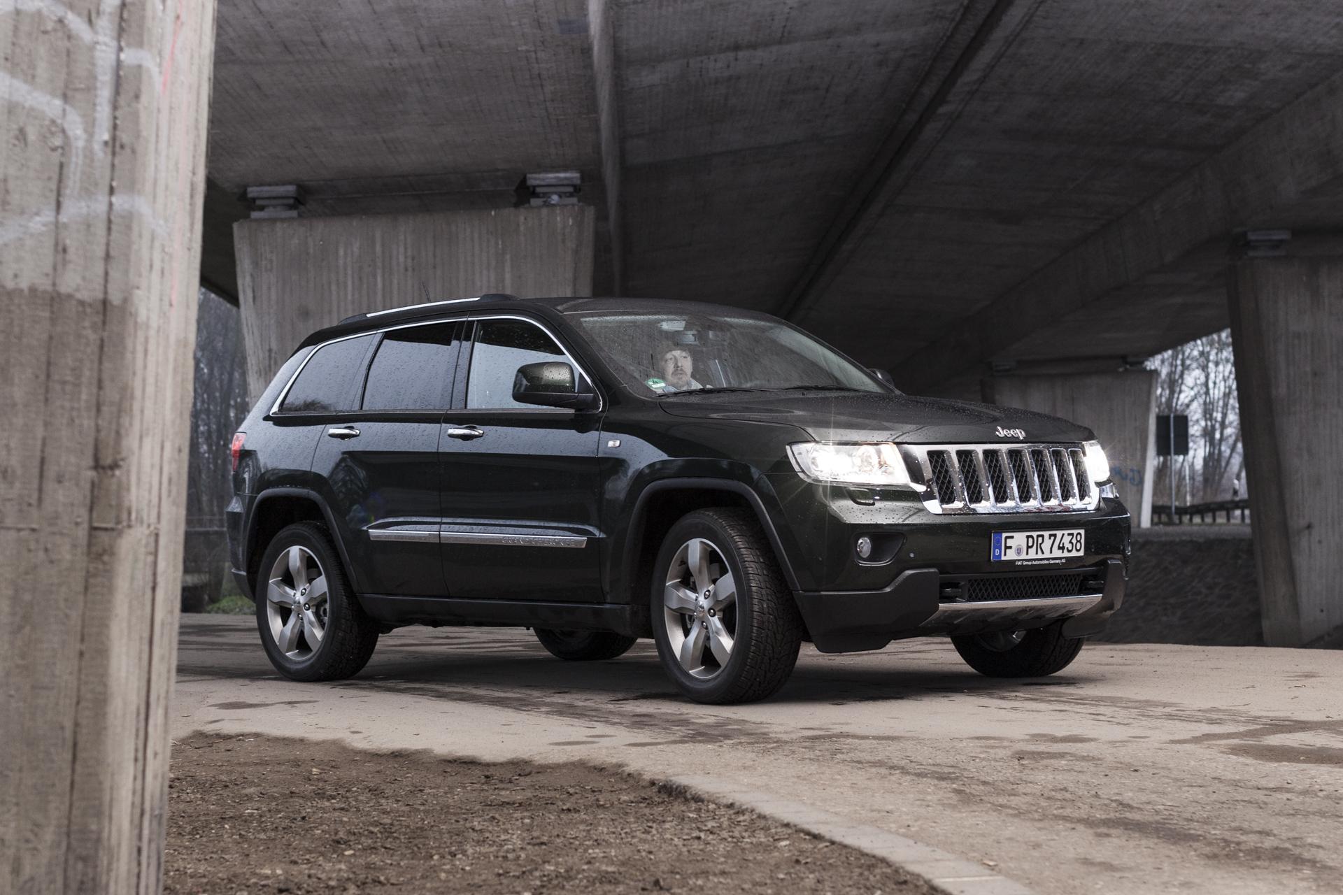 DEU, Moenchengladbach, Bernd Tölkes testet den Jeep Grand Cherokee 3.6